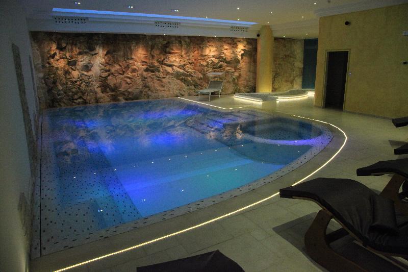 Offerta capodanno hotel spa in provincia di brindisi - Capodanno in piscina ...